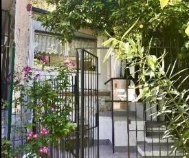 GARDEN HOUSE Apartment with garden in Naples