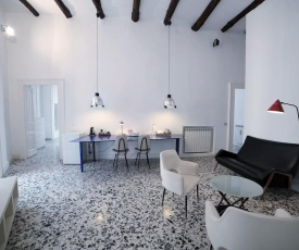 THE ARTIST APARTMENT - PRIVATE TERRACE - shared entrance